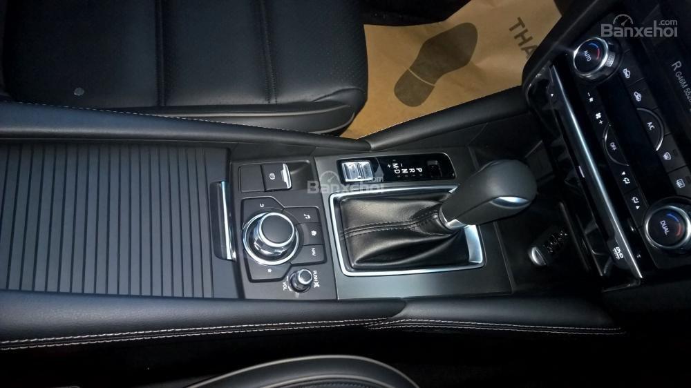 Bán xe Mazda 6 Facelift 2017, đủ màu, giao xe ngay, nhiều khuyến mãi đặc biệt hấp dẫn, hỗ trợ trả góp tới 90%-4