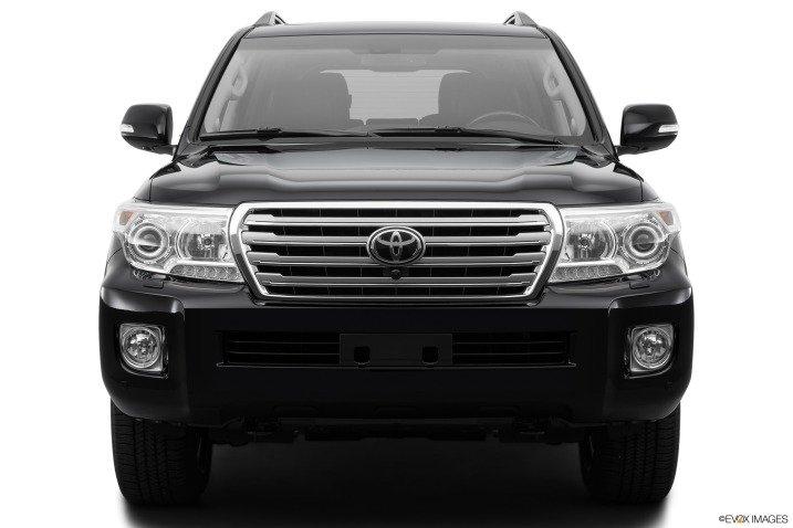 Đường nét mạnh mẽ trên Toyota Land Cruiser 2016