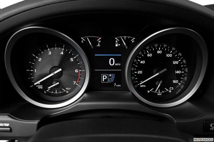 Land Cruiser 2016 trang bị bảng đồng hồ sang trọng