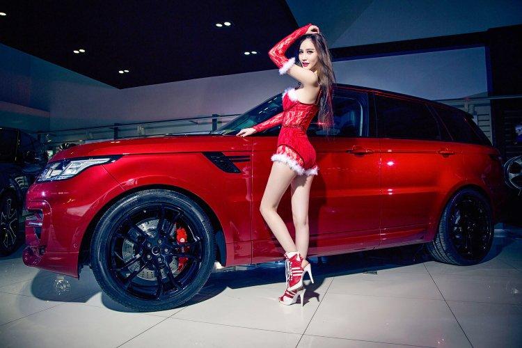 Người đẹp và xe Range Rover a1