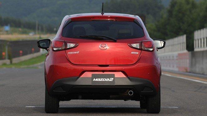 mazda2 2015 a10 0e56 Đánh giá chi tiết xe Mazda2 2015: Nỗ lực thay đổi
