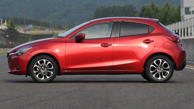 Thân xe Mazda2 2015 1