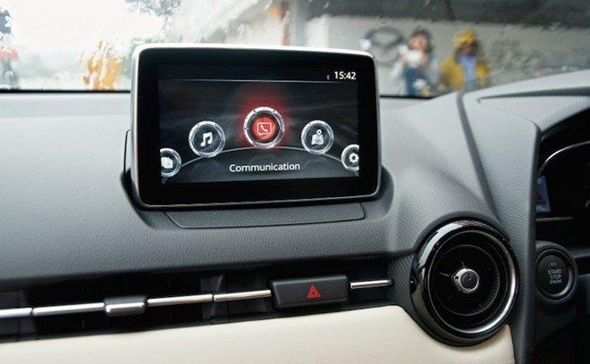 Mazda2 2015 được trang bị màn hình cảm ứng thông tin 7 inch 1