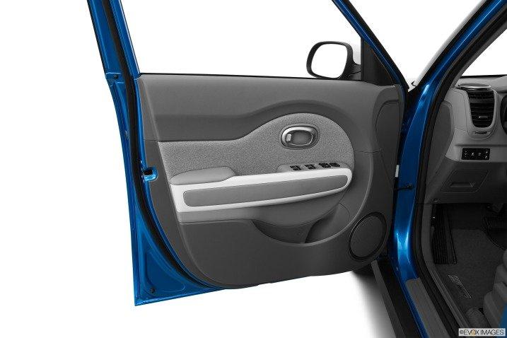 cua xe  9c75 Đánh giá chi tiết xe Kia Soul EV 2015