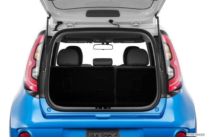 khoang chua do d9c3 Đánh giá chi tiết xe Kia Soul EV 2015