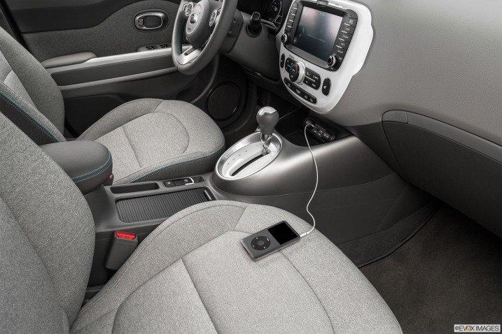 trang bi tien nghi 2c9b Đánh giá chi tiết xe Kia Soul EV 2015