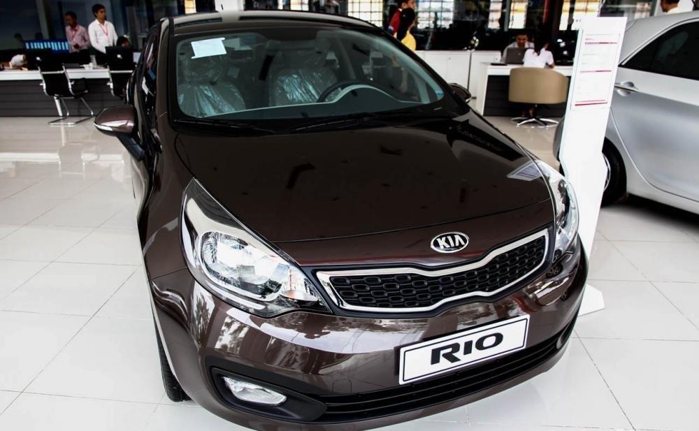 KIA Rio 2014 1c71 Đánh giá chi tiết xe Kia Rio sedan 2014: Thiết kế thời trang, tính năng đa dạng