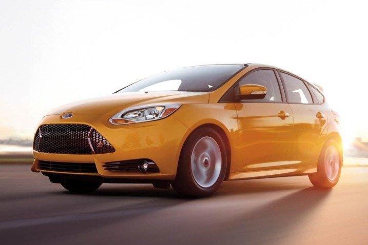 15 fe08 Đánh giá chi tiết xe Ford Focus ST 2014: Mạnh mẽ và cao cấp