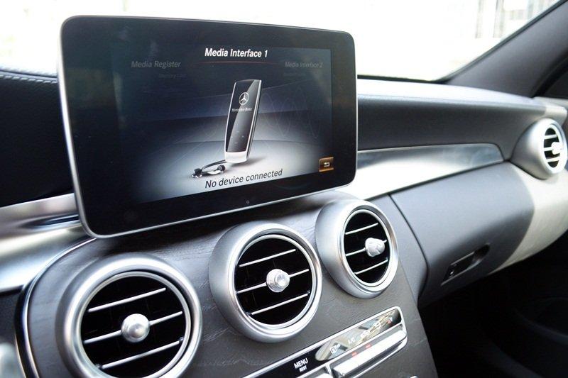 AMG a11 cc71 Đánh giá chi tiết xe Mercedes Benz C250 AMG: Lựa chọn của các doanh nhân trẻ thành đạt