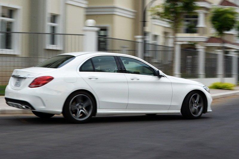 AMG a14 c5c2 Đánh giá chi tiết xe Mercedes Benz C250 AMG: Lựa chọn của các doanh nhân trẻ thành đạt