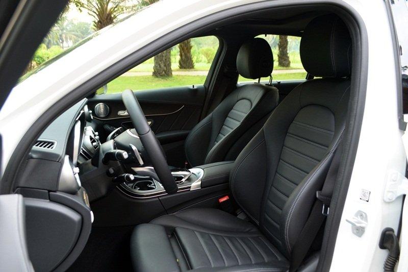 AMG a30 08b9 Đánh giá chi tiết xe Mercedes Benz C250 AMG: Lựa chọn của các doanh nhân trẻ thành đạt