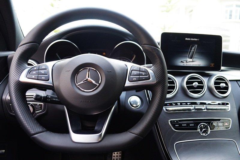 AMG a8 05f8 Đánh giá chi tiết xe Mercedes Benz C250 AMG: Lựa chọn của các doanh nhân trẻ thành đạt