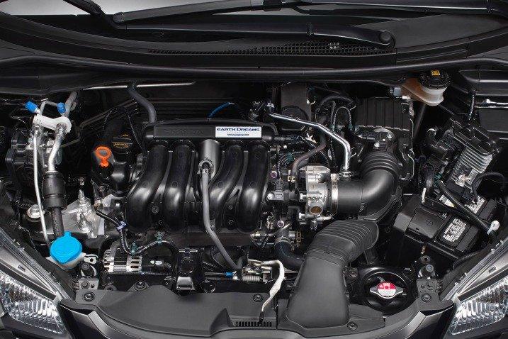 HondaFit201513 ab5c Đánh giá chi tiết xe Honda Fit 2015: Mạnh mẽ, linh hoạt