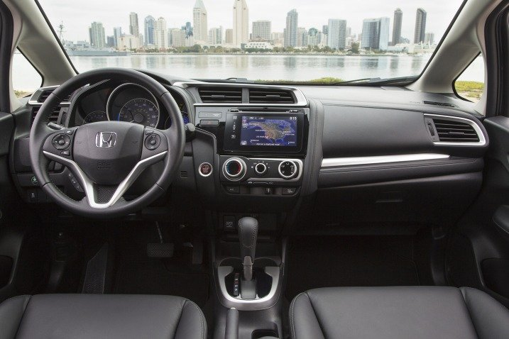 HondaFit20154 cbfe Đánh giá chi tiết xe Honda Fit 2015: Mạnh mẽ, linh hoạt