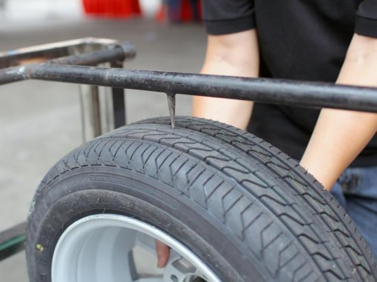 Công nghệ tráng lốp xe chống đinh tặc
