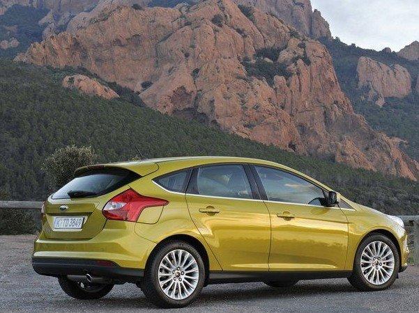 Thân xe Ford Focus.