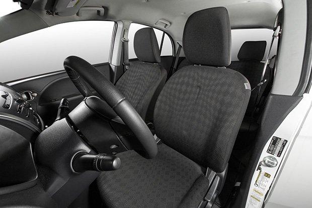 ghe1 d07e Đánh giá chi tiết xe Mitsubishi i MiEV 2016