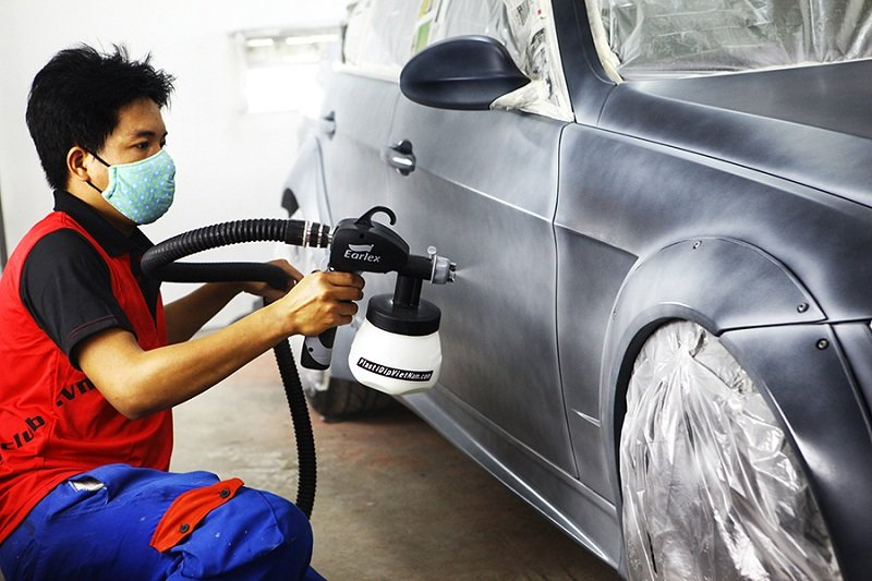 Các trung tâm sơn chuyên nghiệp đều có đầy đủ các thiết bị cần thiết cho việc sơn xe.