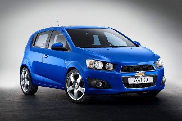 Chevrolet Aveo có giá từ 435 triệu đồng.
