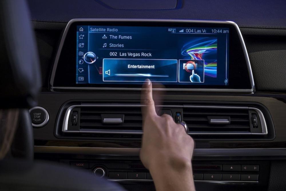 Công nghệ cảm ứng cử chỉ mới xuất hiện trên dòng xe cao cấp của BMW.