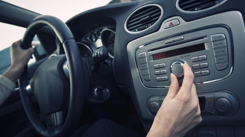 Những vật dụng cần thiết trên xe hơi 4