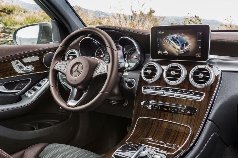 Mercedes-Benz GLC-Class sở hữu nhiều trang bị tiện nghi hiện đại.