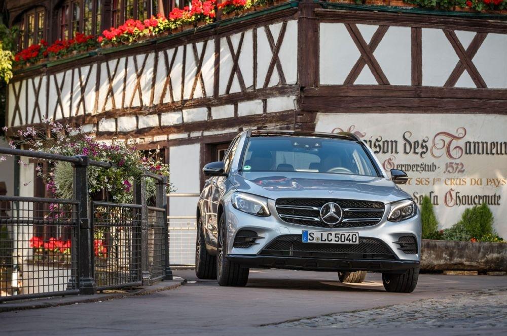 Đầu xe của Mercedes-Benz GLC-Class vẫn còn vương lại nhiều dấu ấn của GLK cũ.