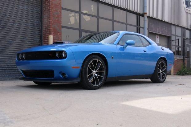 Dodge Challenger R/T Scat Pack.