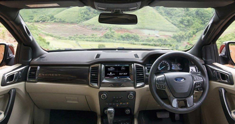 Nội thất của Ford Everest 2015 được thiết kế mới, rộng và hiện đại hơn,