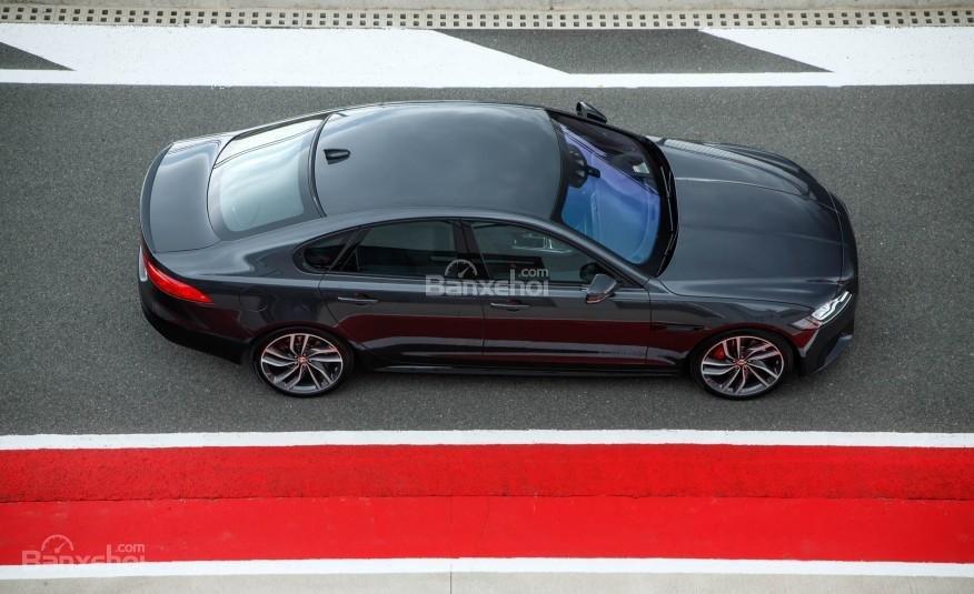 Đánh giá xe Jaguar XF 2016: Vận hành êm ái và sống động