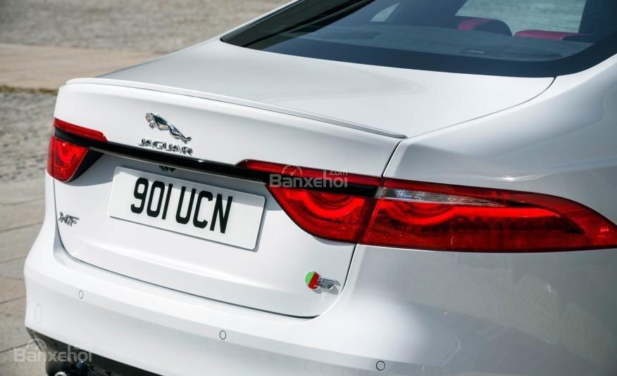 Thiết kế đuôi xe Jaguar XF 2016