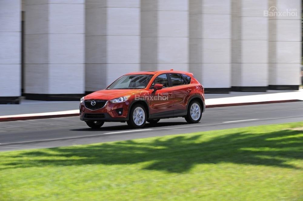 Mazda CX-5 mang lại cảm giác thú vị khi ngồi sau tay lái cũng như vẻ ngoài điển trai trong phân khúc