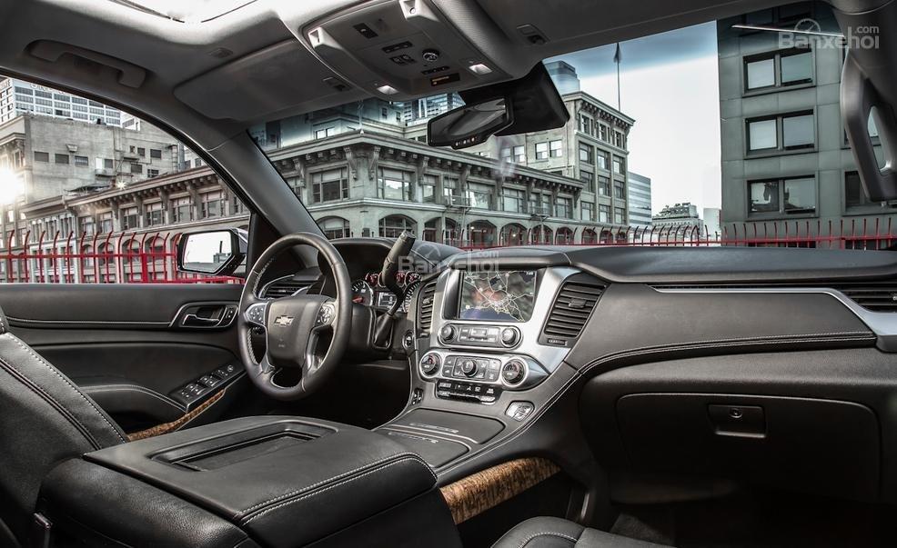 Đánh giá xe Chevrolet Tahoe 2016: Thiết kế của cabin khá bắt mắt