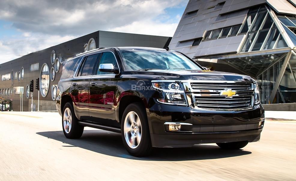 Đánh giá xe Chevrolet Tahoe 2016: Nhìn từ phía trước trông xe rất khỏe khoắn