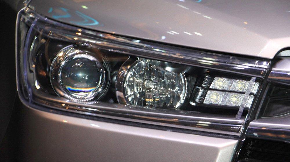 Toyota Innova 2016 sử dụng cụng đèn pha dạng LED.