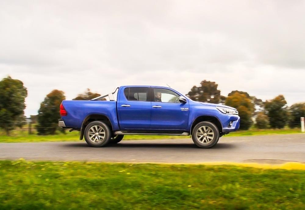 Đánh giá xe Toyota Hilux 2016 phần thân 1.