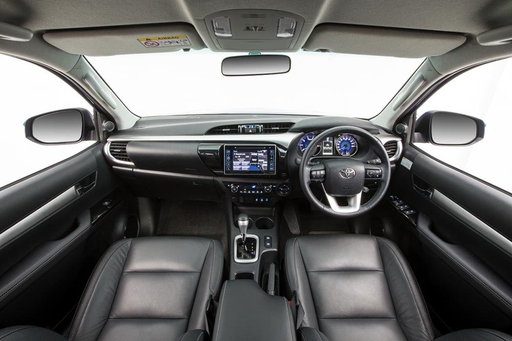 Đánh giá xe Toyota Hilux 2016 phần nội thất 1.