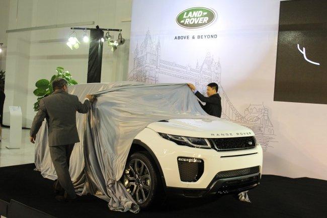 Range Rover Evoque 2016 tại lễ ra mắt ngày hôm qua 7/3/2016.