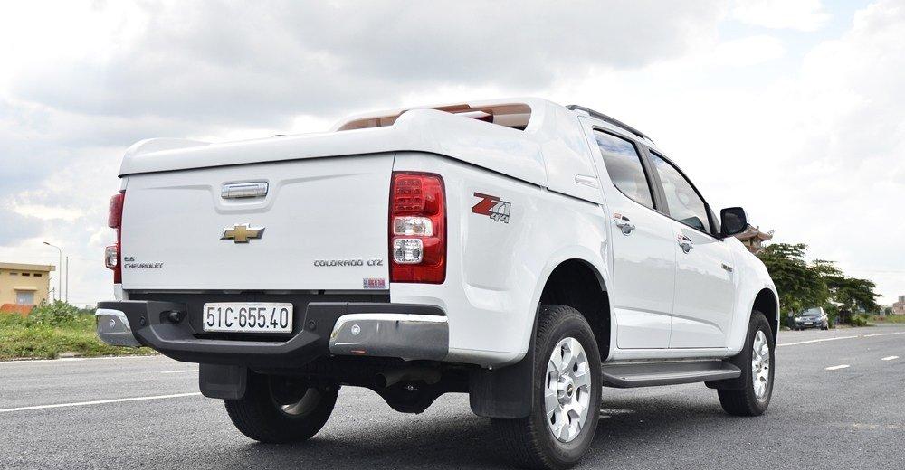 Đánh giá xe Chevrolet Colorado 2015 phần đuôi 1.