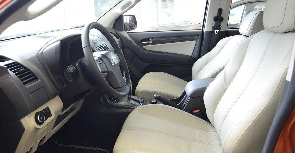 Đánh giá xe Chevrolet Colorado 2015 phần nội thất 1.