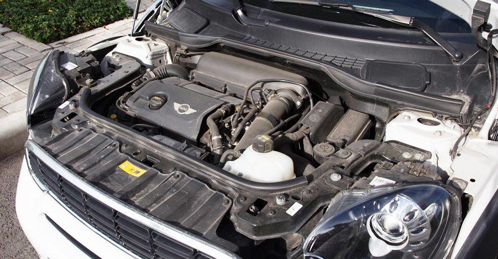 Đánh giá xe MINI Cooper S Countryman 2015 có động cơ 1.6L với 4 xi lanh.