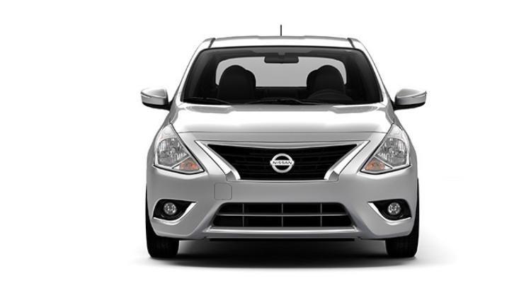 Đánh giá xe Nissan Sunny 2015 có đầu xe với lưới tản nhiệt lớn hình thang ngược.