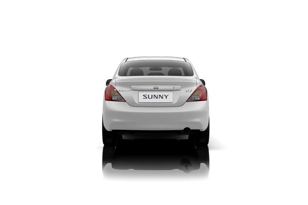 Đánh giá xe Nissan Sunny 2015 có đuôi xe thiết kế khá đơn giản.