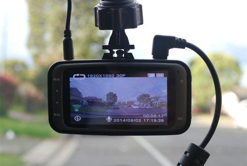 Camera hành trình trên xe ô tô giúp ghi lại toàn bộ các diễn biến trên đường đi.