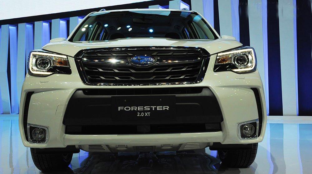Đánh giá xe Subaru Forester 2016 có đầu xe khá hầm hố.