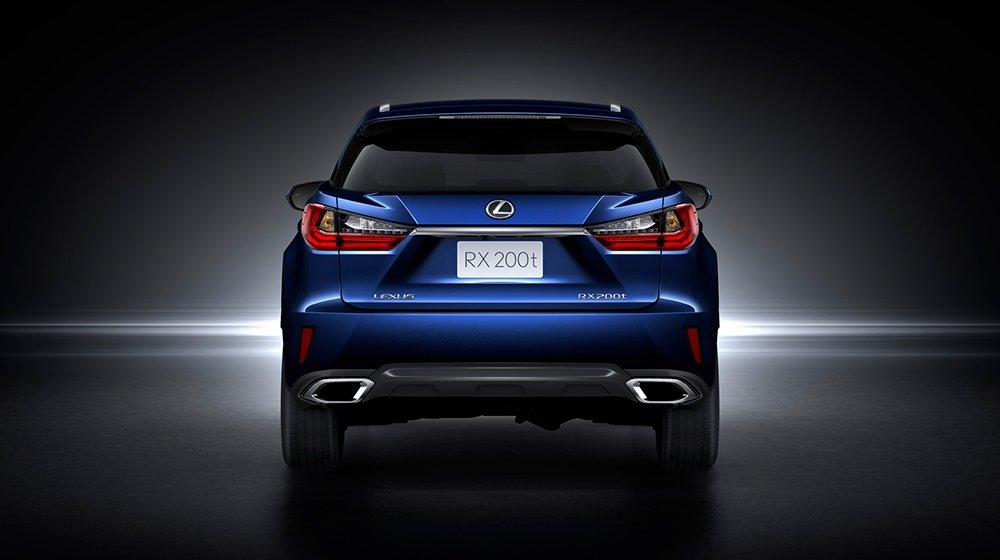 Đánh giá xe Lexus RX 200t có đuôi thiết kế liền mạch và tinh tế.