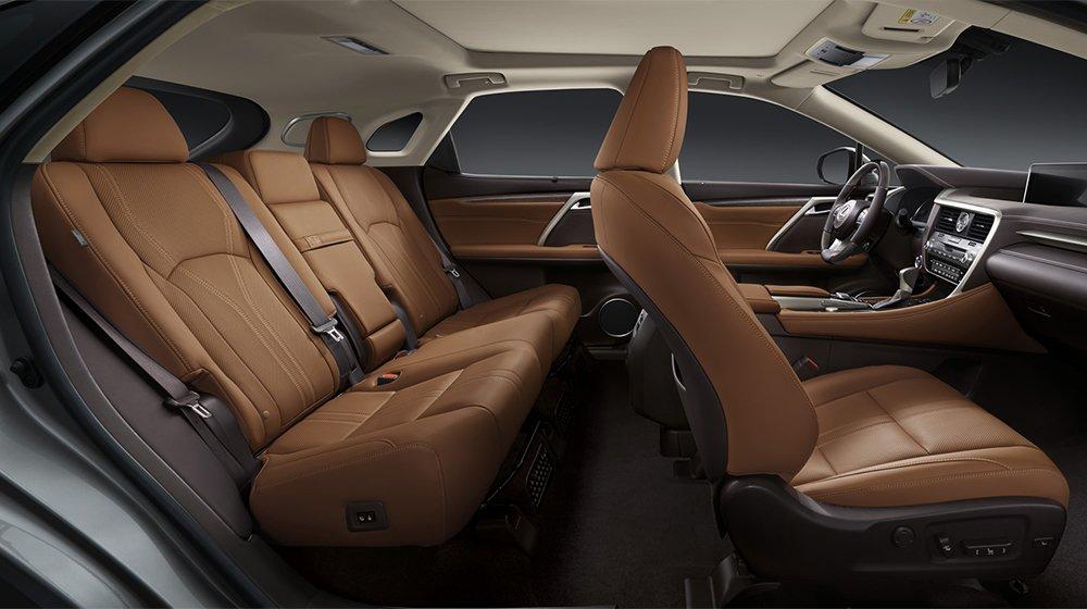Đánh giá xe Lexus RX 200t có nội thất bọc da cao cấp.