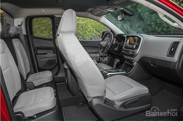 Đánh giá xe Chevrolet Colorado 2016: Không gian ghế ngồi được đánh giá là thoải mái.