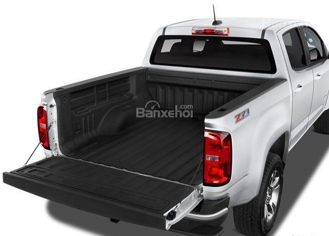 Đánh giá xe Chevrolet Colorado 2016: Thùng xe phía sau có không gian chứa đồ lớn.