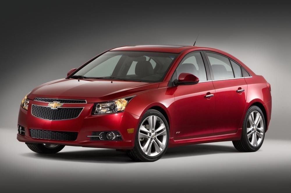 So sánh xe Chevrolet Cruze và Honda Civic 2